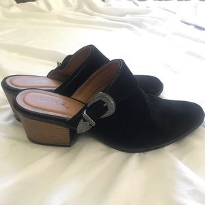 Qupid Black Western-style Mules / Booties w buckle